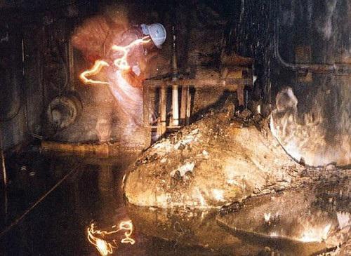 """<p>Фото © <a href=""""https://chernobylhistory.com/slonovya-noga-radioaktivnaya-lava-chernobylya/"""" target=""""_blank"""" rel=""""noopener noreferrer"""">ChernobylHistory.com</a></p>"""