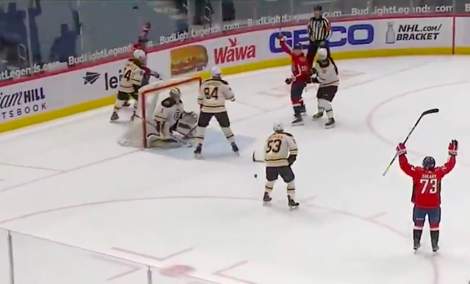 """Хоккеисты """"Вашингтона"""" вырвали победу у """"Бостона"""" за три секунды до сирены"""