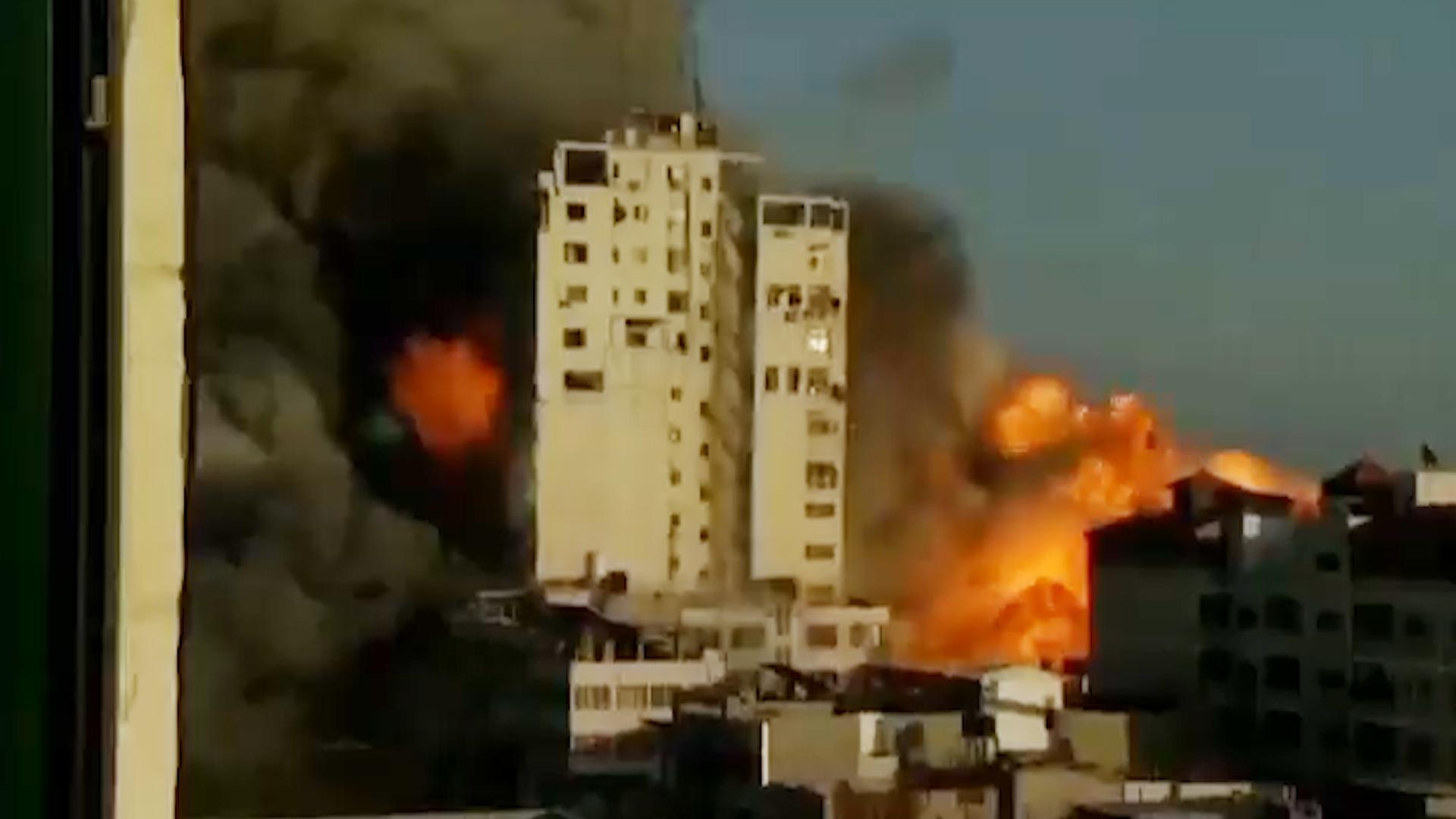 Израильская авиация уничтожила 16-этажную высотку в центре Газы