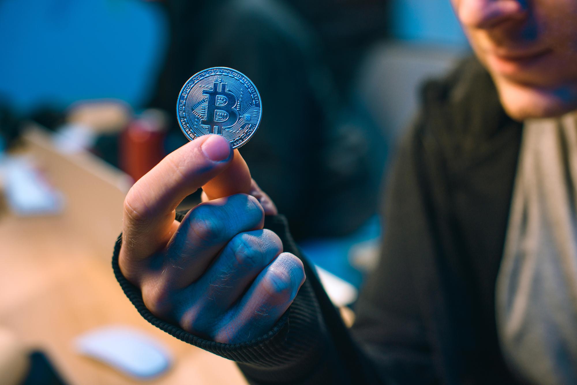 "<p>Фото © <a href=""https://ru.depositphotos.com/190886534/stock-photo-cropped-shot-hacker-holding-bitcoin.html"" target=""_blank"" rel=""noopener noreferrer"">Depositphotos</a></p>"