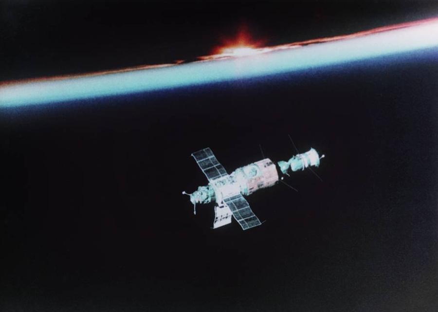 """Орбитальный комплекс """"Салют-6"""" — """"Союз-35"""". Фото © ТАСС"""