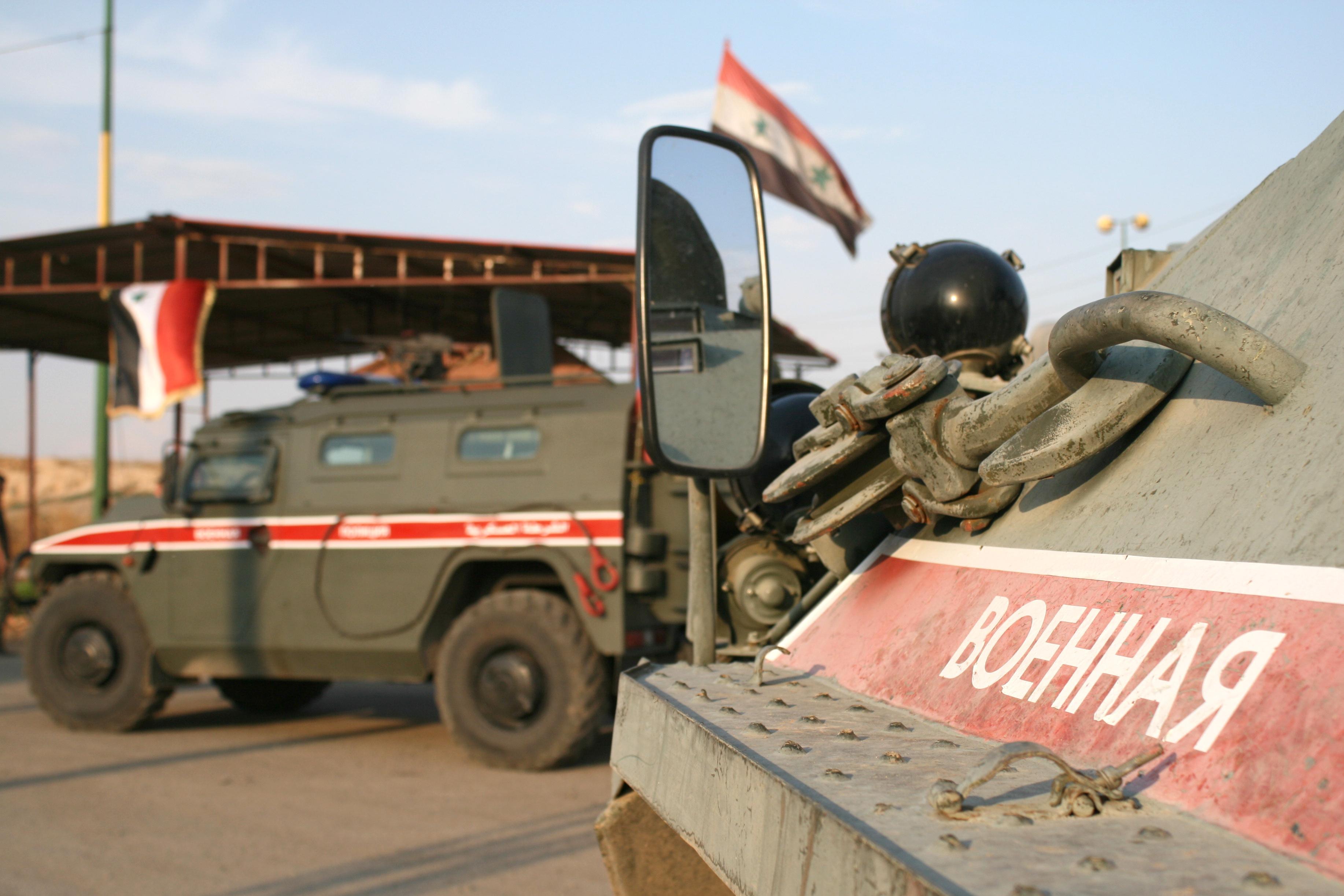 В Минобороны объяснили, почему российский патруль развернул колонну армии США в Сирии