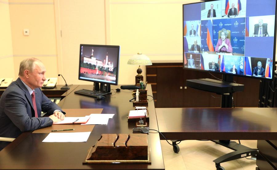 "<p>Фото © <a href=""http://kremlin.ru/events/president/news/65572/photos/65708"" target=""_blank"" rel=""noopener noreferrer"">Пресс-служба Кремля</a></p>"