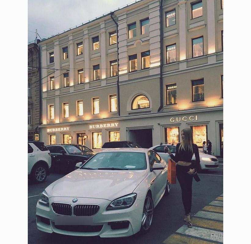 Есть у Крюковой и BMW. Фото © Instagram / alenakryukovaa
