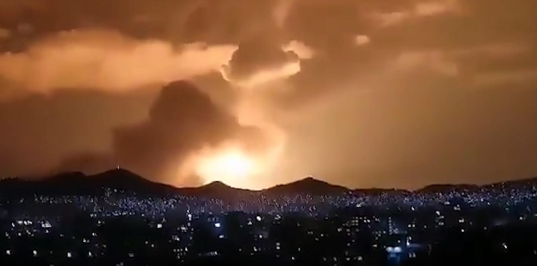 В Афганистане девять человек погибли при мощном взрыве бензовозов