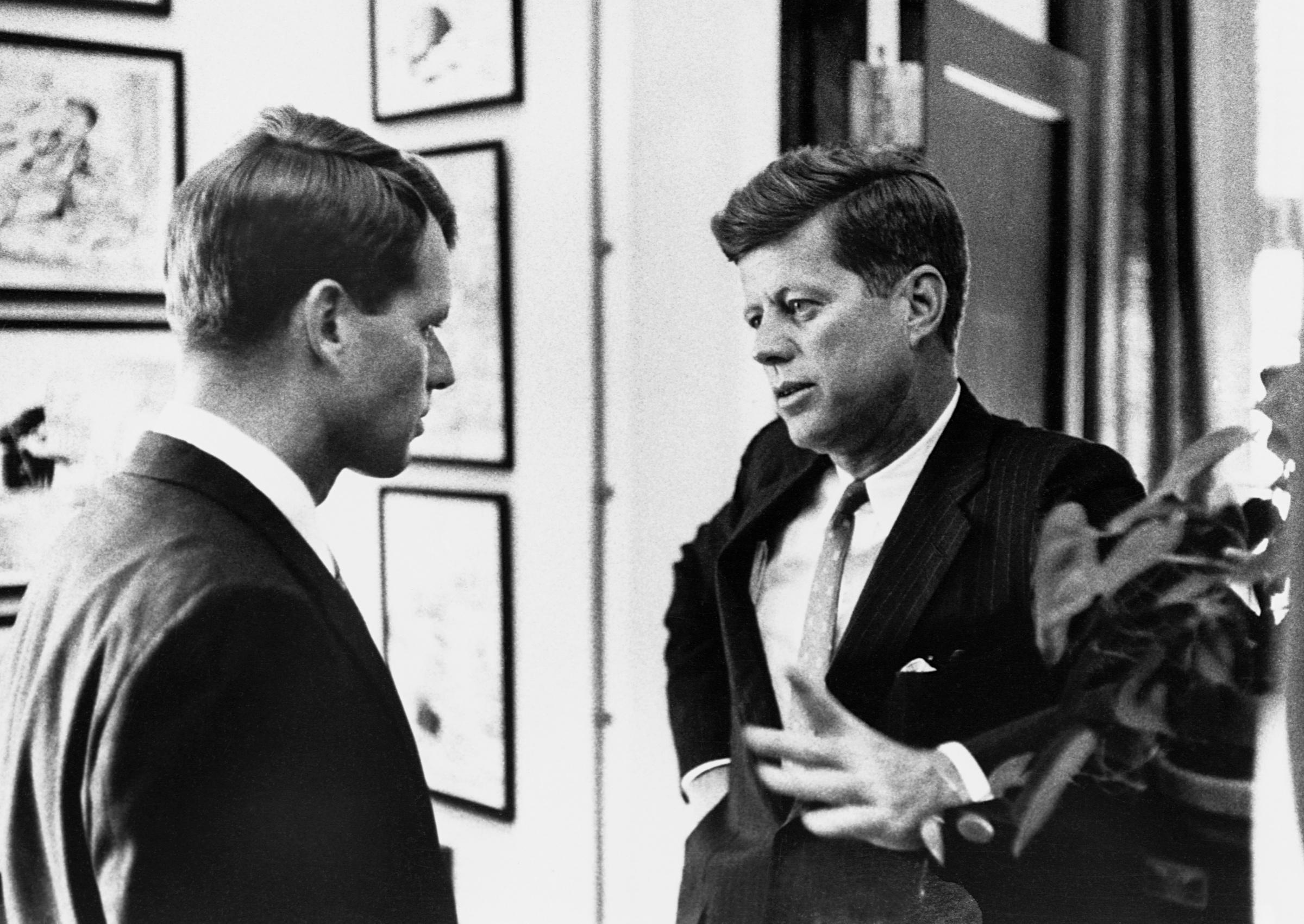 Джон Кеннеди и его брат Роберт. Фото © Getty Images / CORBIS