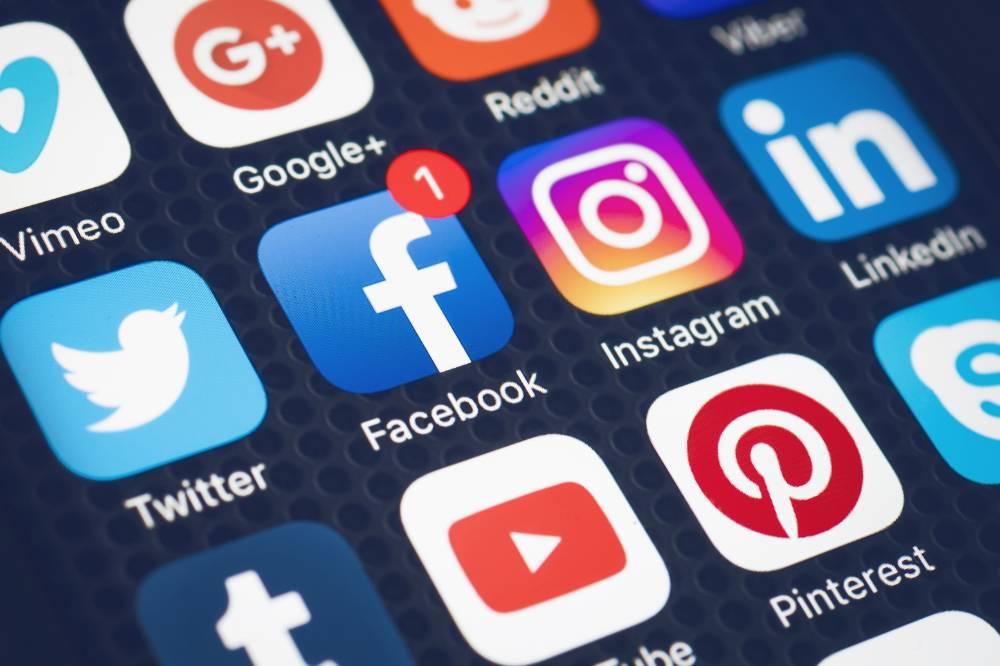 Иностранные соцсети лишат рекламы и денег