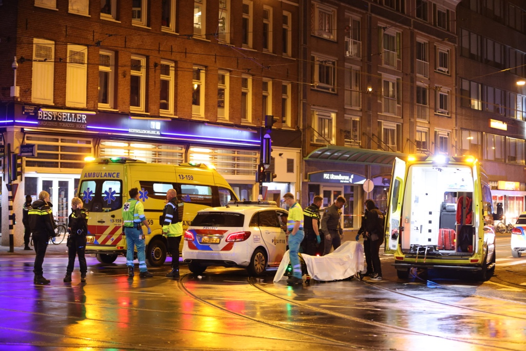 В Амстердаме мужчина с ножом напал на прохожих: один человек убит, четверо ранены