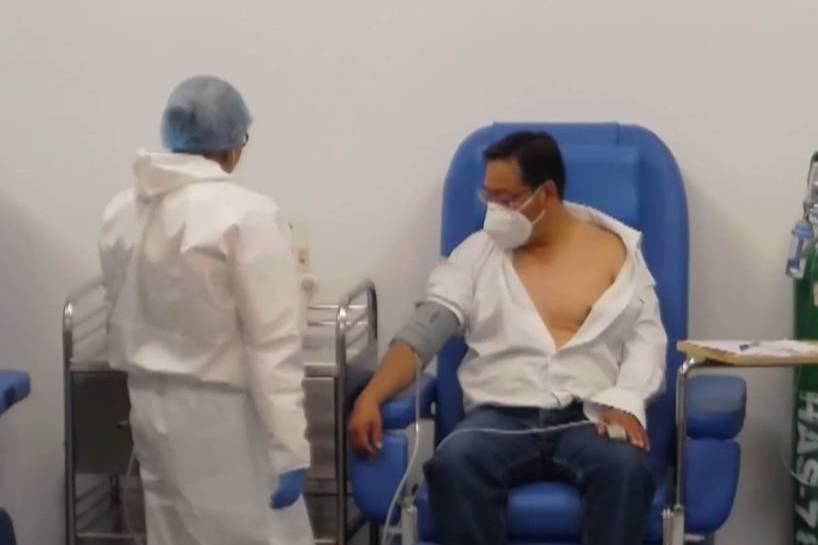 """<p>Фото © <a href=""""https://elportavoz.com.bo/2021/05/24/presidente-arce-recibe-la-primera-dosis-de-la-vacuna-anticovid/"""" target=""""_blank"""" rel=""""noopener noreferrer"""">elportavoz.com.bo</a></p>"""