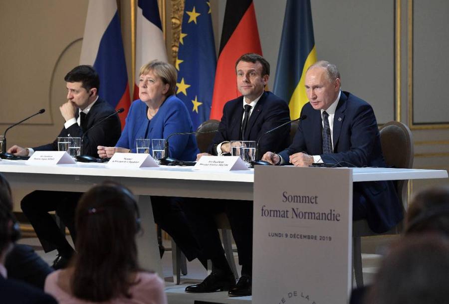 """<p>Лидеры России, Франции, Германии и Украины во время пресс-конференции по итогам саммита """"нормандского формата"""" в 2019 году. Фото © ТАСС / Никольский Алексей</p>"""