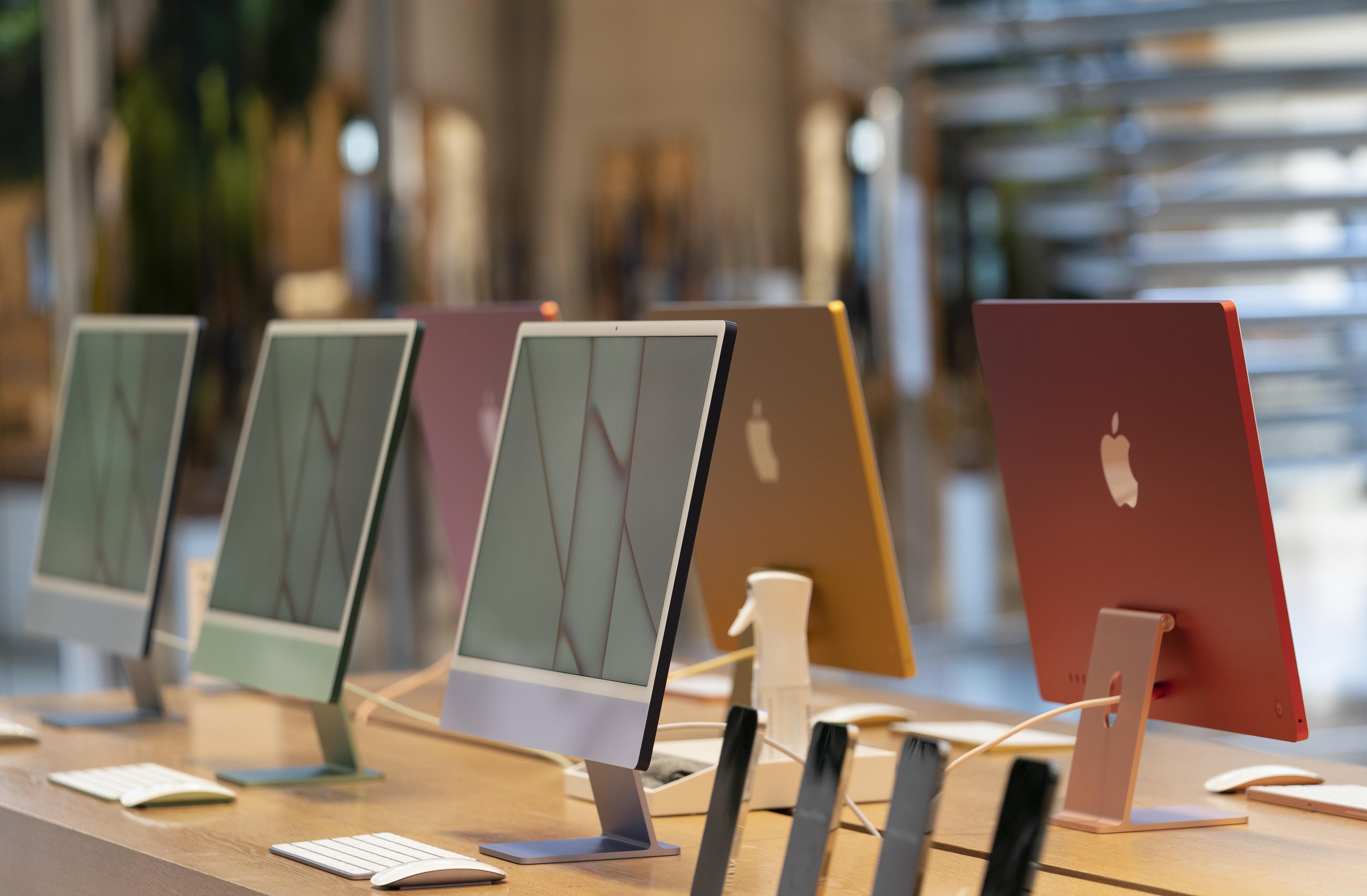 Хакеры получили возможность следить за рядом пользователей Apple