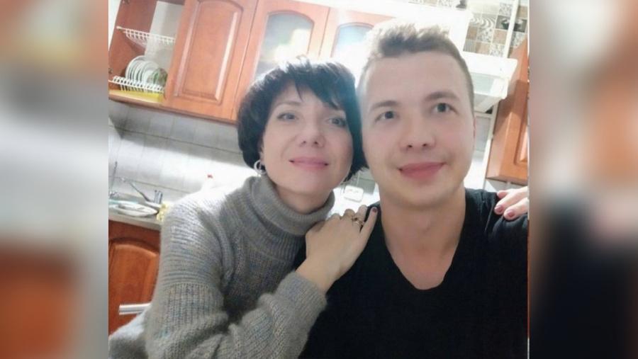 <p>Роман Протасевич с матерью Натальей. Фото © Соцсети</p>