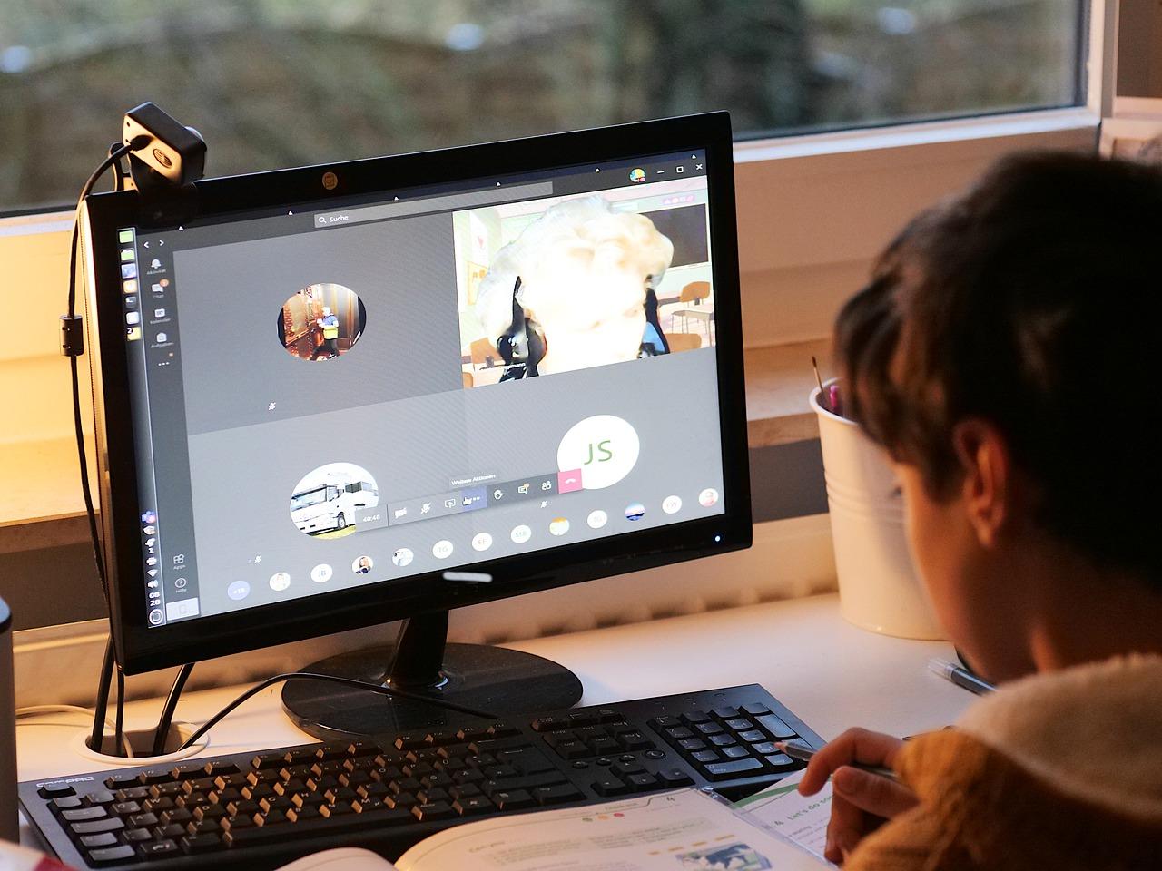 Большинство россиян ограничат детям доступ в Интернет на время летних каникул