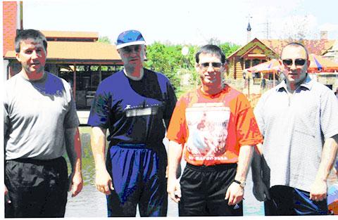 Второй слева — Данильченко А.С. (Дед, Данила), третий — Кожухарь Н.И. (Молдаван). Фото © mzk1.ru