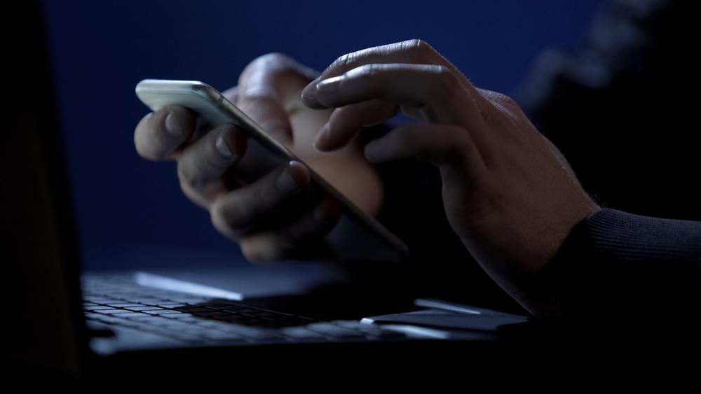 Звонят от имени ФСБ и полиции: Банки предупредили россиян о новой волне телефонных мошенничеств