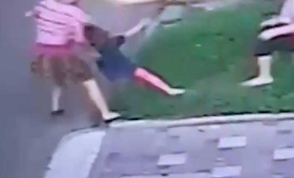 Ужасающее видео: В Ростове-на-Дону пьяная мать протащила маленькую дочь по асфальту