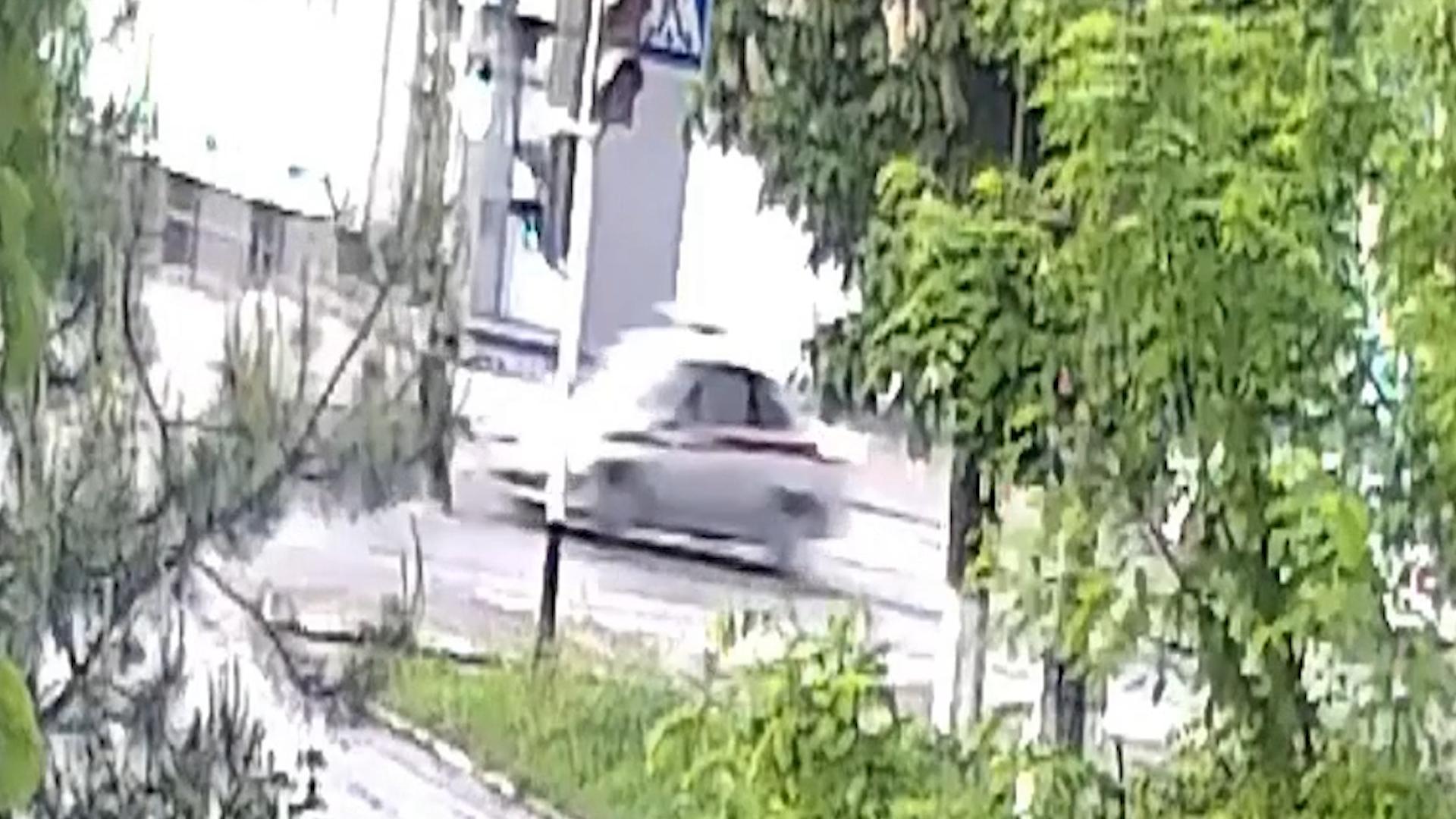 Бойцы Росгвардии на служебной машине сбили двоих детей на пешеходном переходе
