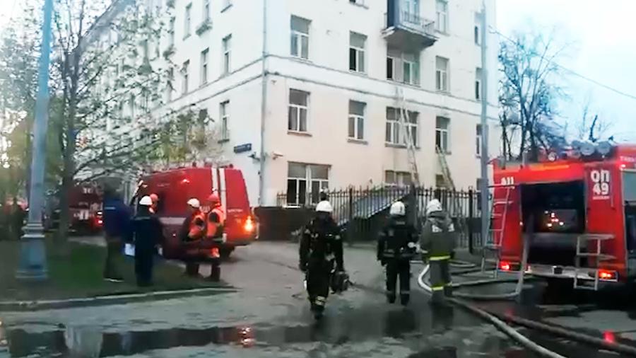 Двое пострадавших при пожаре в гостинице на юго-востоке Москвы умерли в больнице