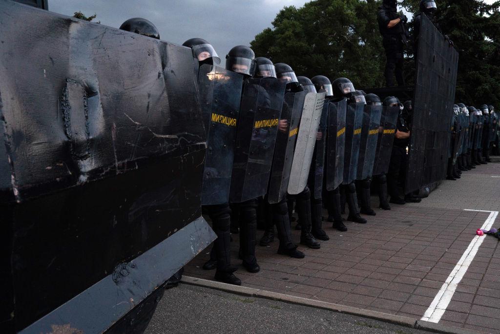 Лукашенко лишил званий свыше 80 экс-силовиков за дискредитирующие поступки