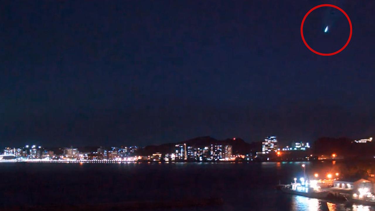 В Японии камера сняла на видео падение яркого болида