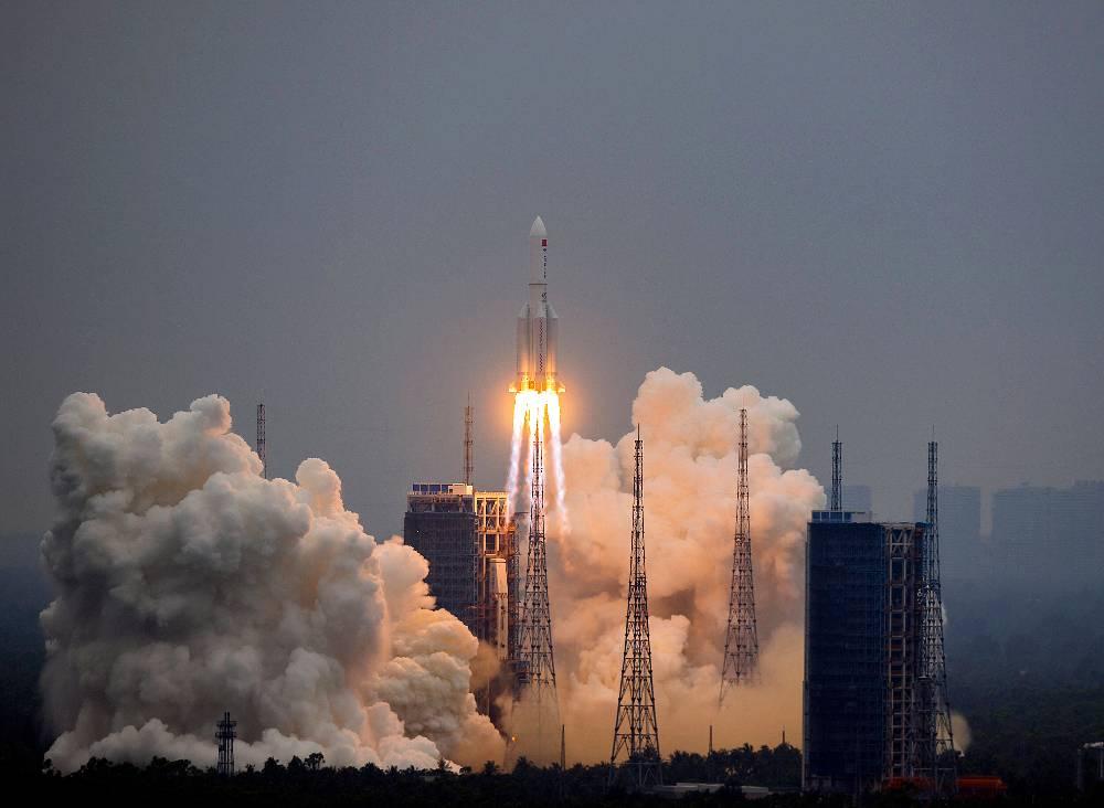 Предугадать проблематично: Эксперт оценил угрозу от падающей на Землю китайской ракеты