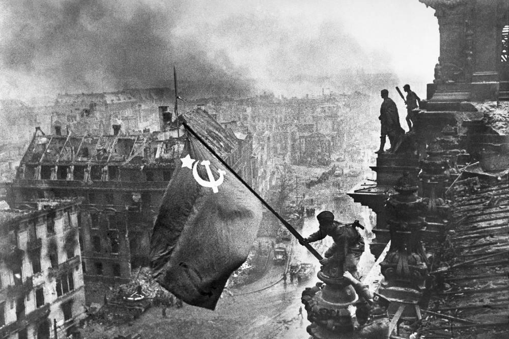 В Госдуму внесли законопроект о запрете отождествления ролей СССР и Германии в ВОВ