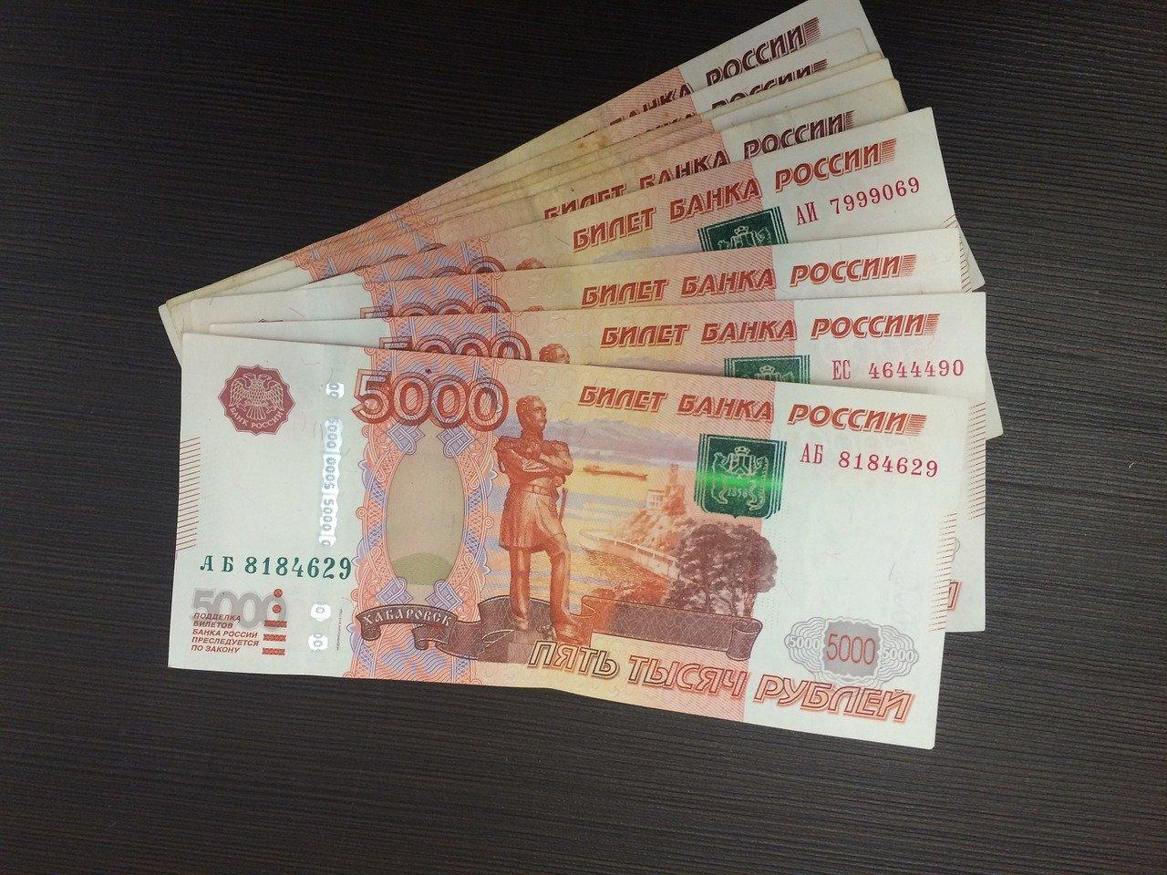Выплаты по 10 тысяч рублей семьям со школьниками проведут до 17 августа