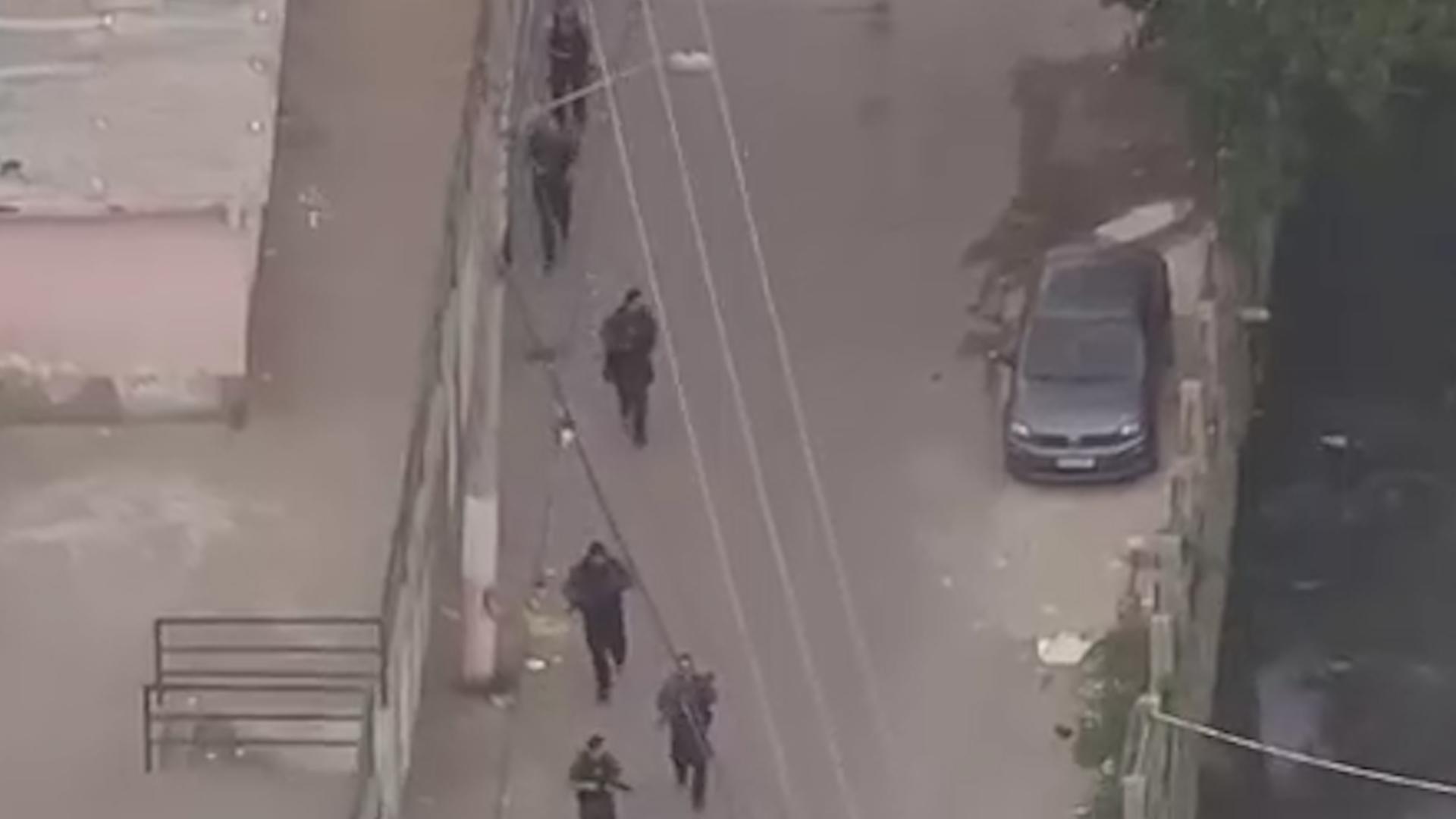 Появилось видео спецоперации из Бразилии, где 23 человека погибли в перестрелке