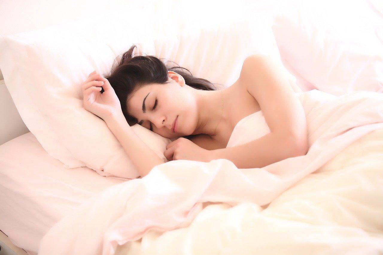 Сомнолог назвала болезни, признаком которых является длительный сон