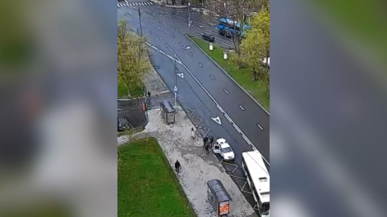 В Москве беременная напала на полицейских, отбивая от них своего парня