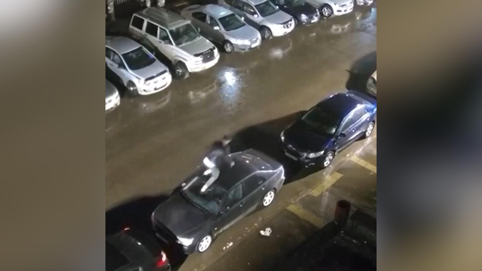 Житель Томска прогулялся по машинам и нанёс ущерб на 200 тысяч