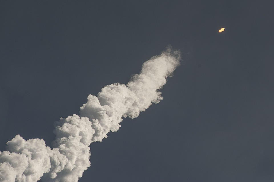 Бесконтрольно падавшая ступень китайской ракеты почти сгорела в атмосфере и рухнула
