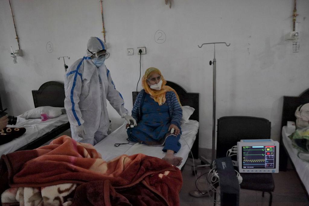 Выживших после коронавируса в Индии добивает чёрная плесень