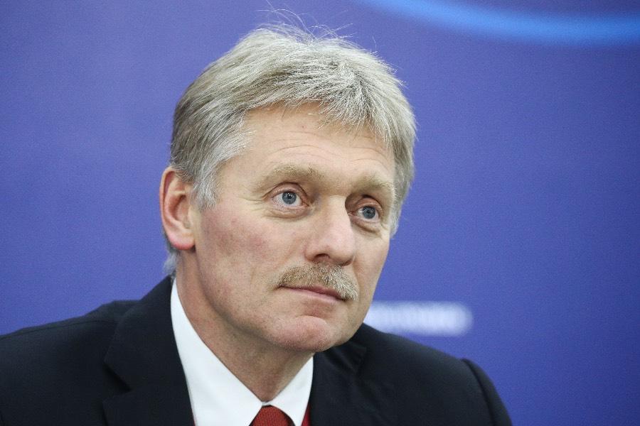 Спорт должен быть без политики: Песков прокомментировал решение УЕФА по форме сборной Украины