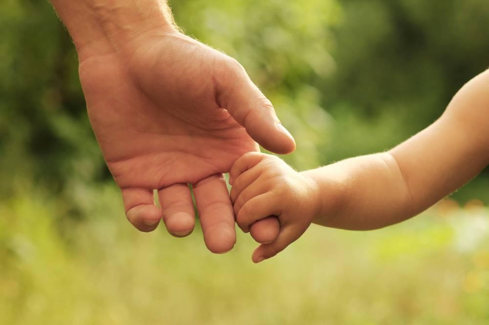 Минтруд предложил разрешить получать маткапитал отцам-одиночкам