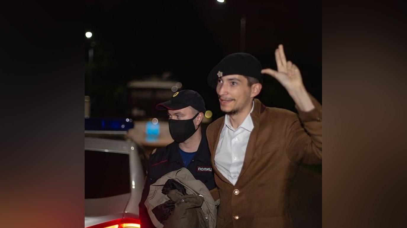 Устроившего стрельбу на Красной площади акциониста Крисевича задержали на двое суток