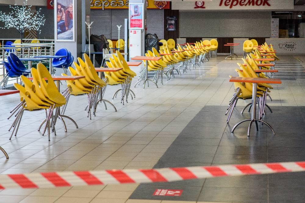 В Бурятии из-за роста заболеваемости ковидом закрываются фуд-корты и кинотеатры