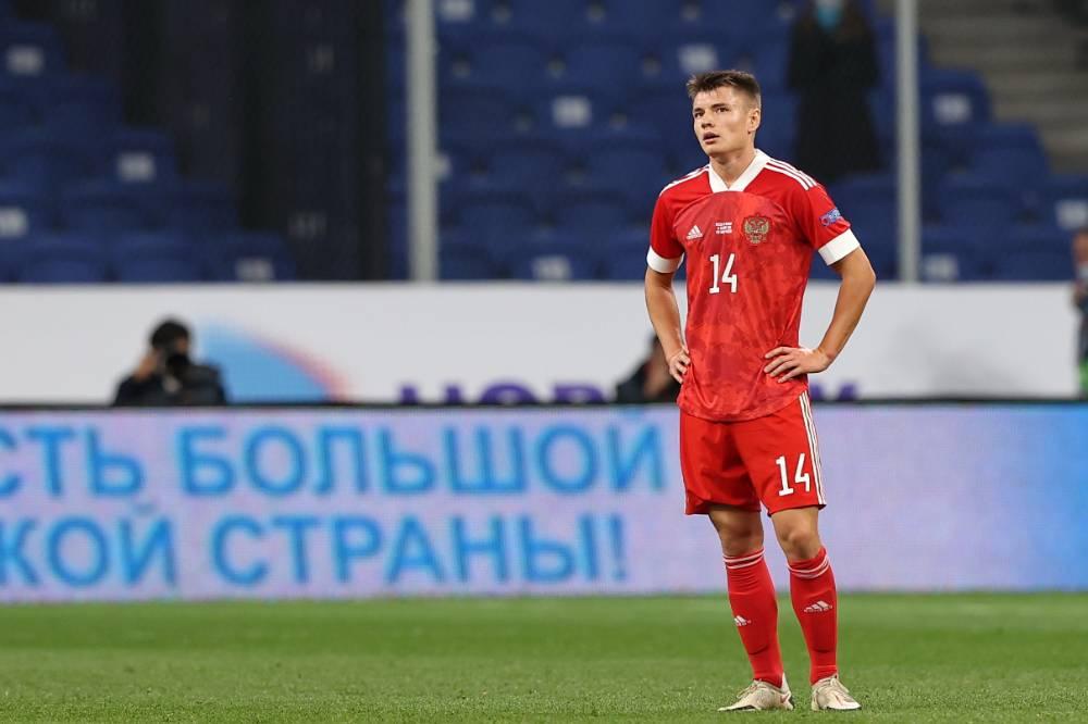 Футболист сборной России Мостовой не сыграет на Евро-2020 из-за коронавируса