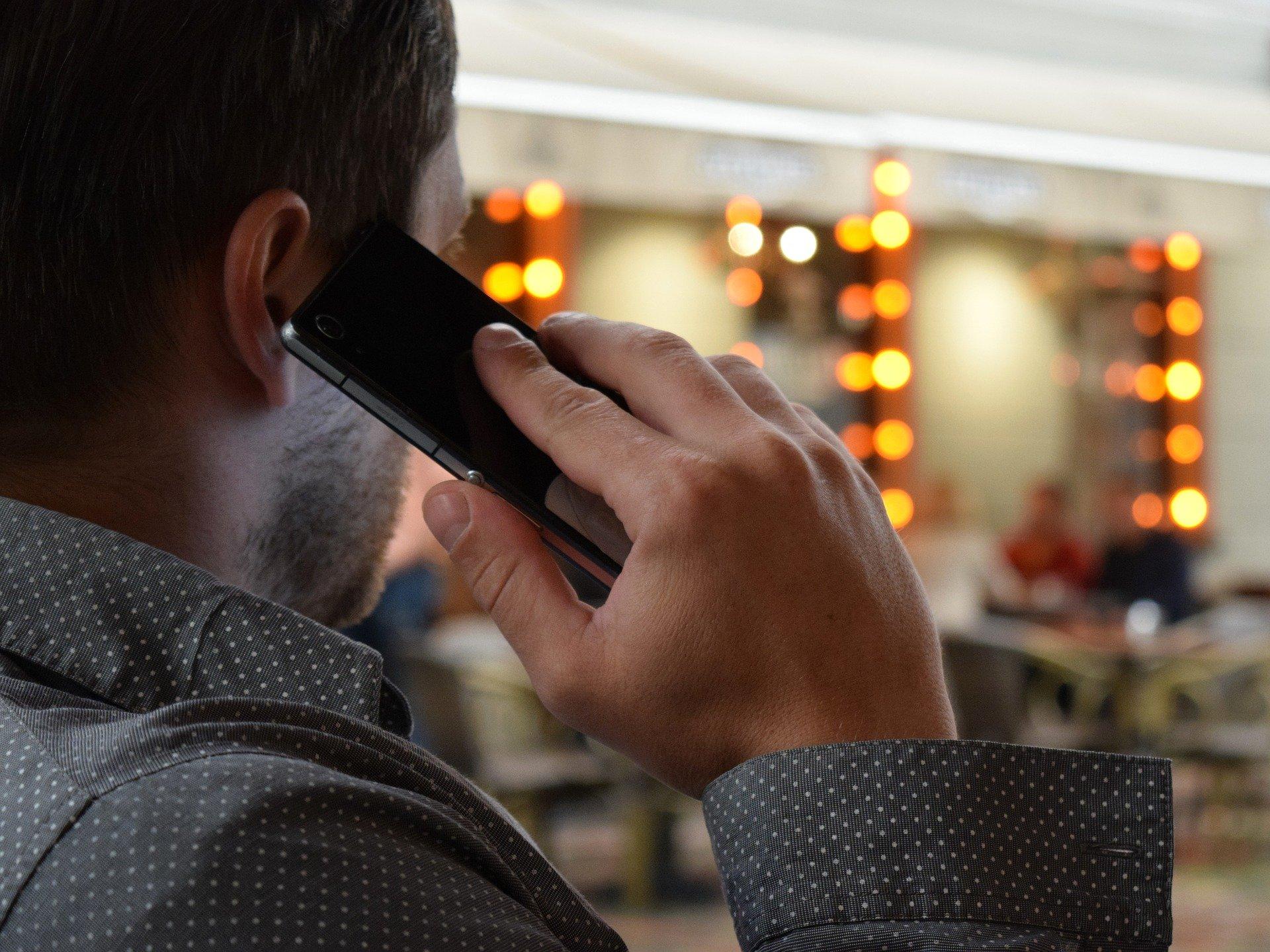 Телефонные мошенники придумали новую схему обмана россиян с угрозой убийством