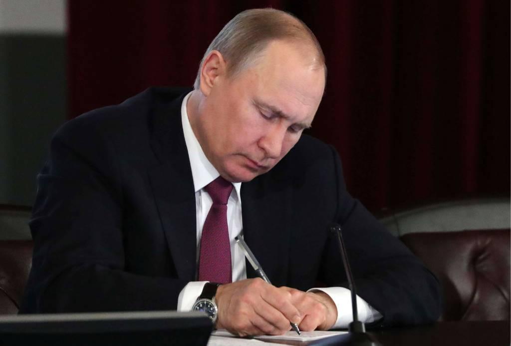 Крымчанам с украинским гражданством разрешили занимать госдолжности в России