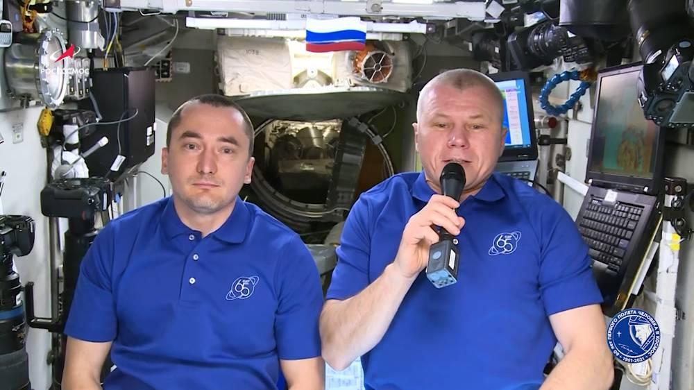 Нить, соединяющая поколения: Космонавты с борта МКС записали видеопоздравление ко Дню России