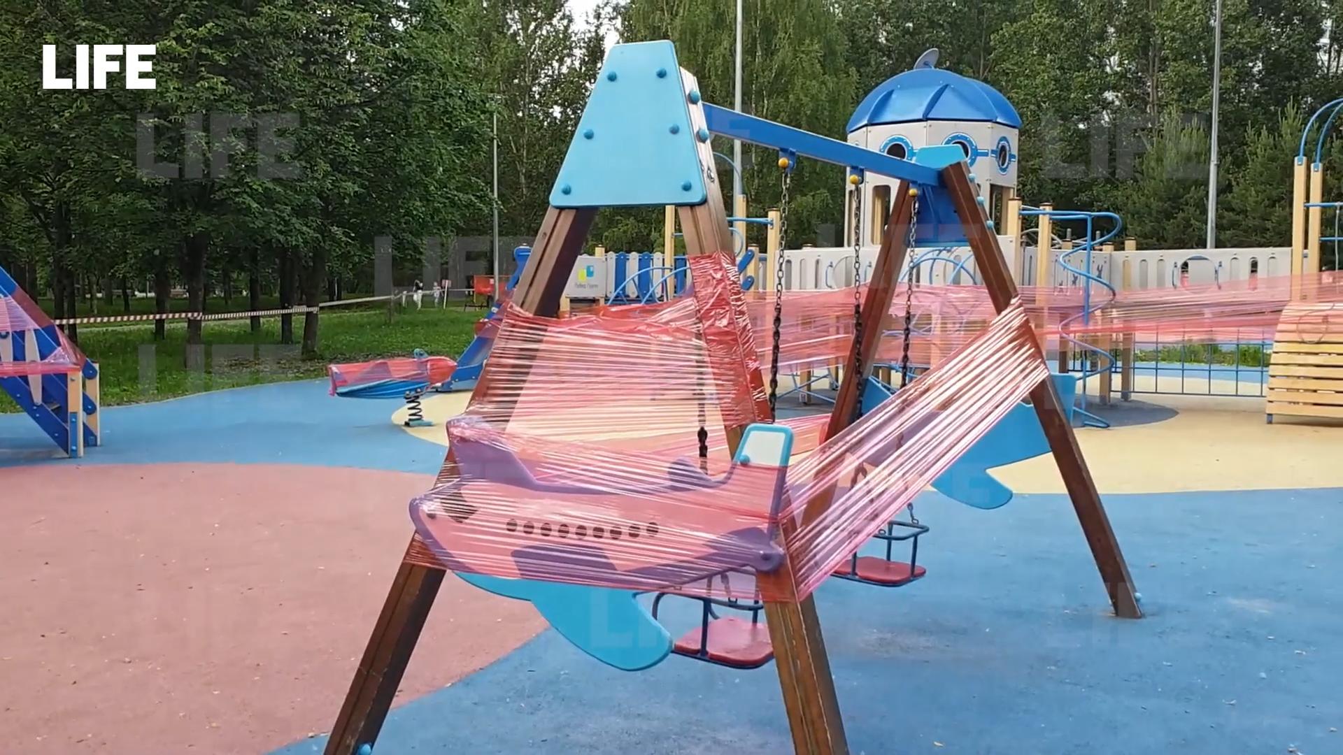 Закрыты площадки в парках и фуд-корты: В Москве за сутки выявили максимальное с начала года число заболевших ковидом