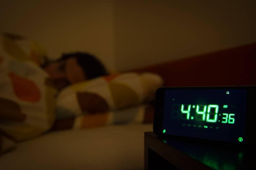 Болезнь Альцгеймера, бесплодие и даже рак: Врач раскрыл опасные последствия короткого сна