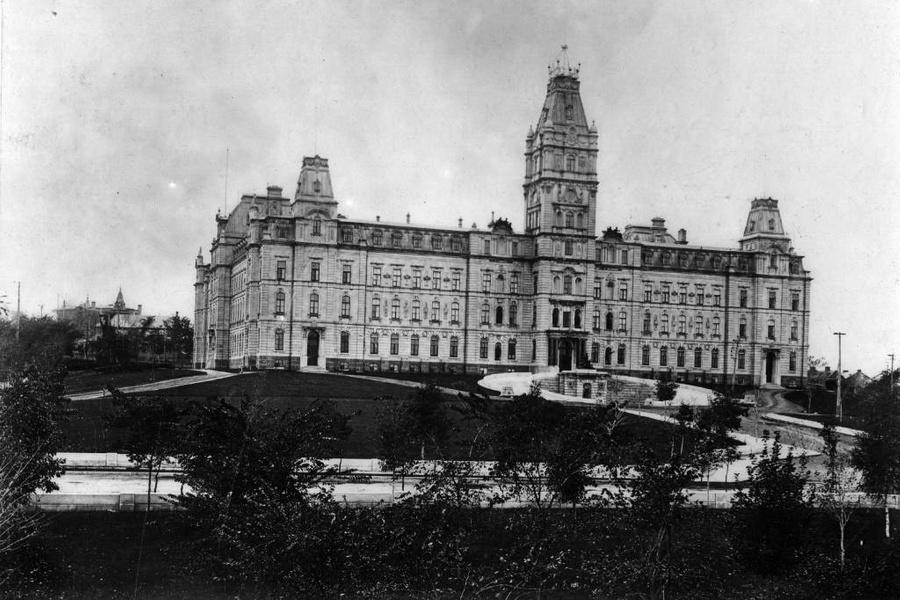 Здание парламента в Квебеке. Фото © Getty Images / Hulton Archive