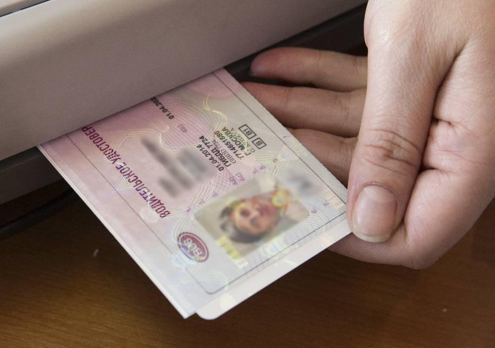 Москвичка 10 лет ездила с поддельными правами и обнаружила это, только когда пришла их менять
