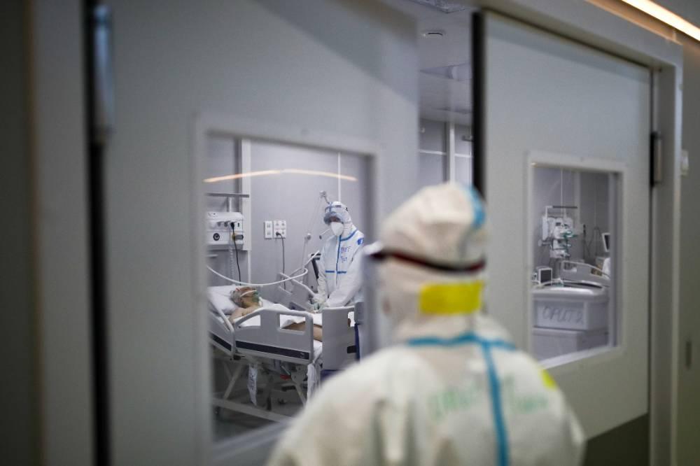 Мурашко: За неделю заболеваемость коронавирусом в России выросла почти на треть