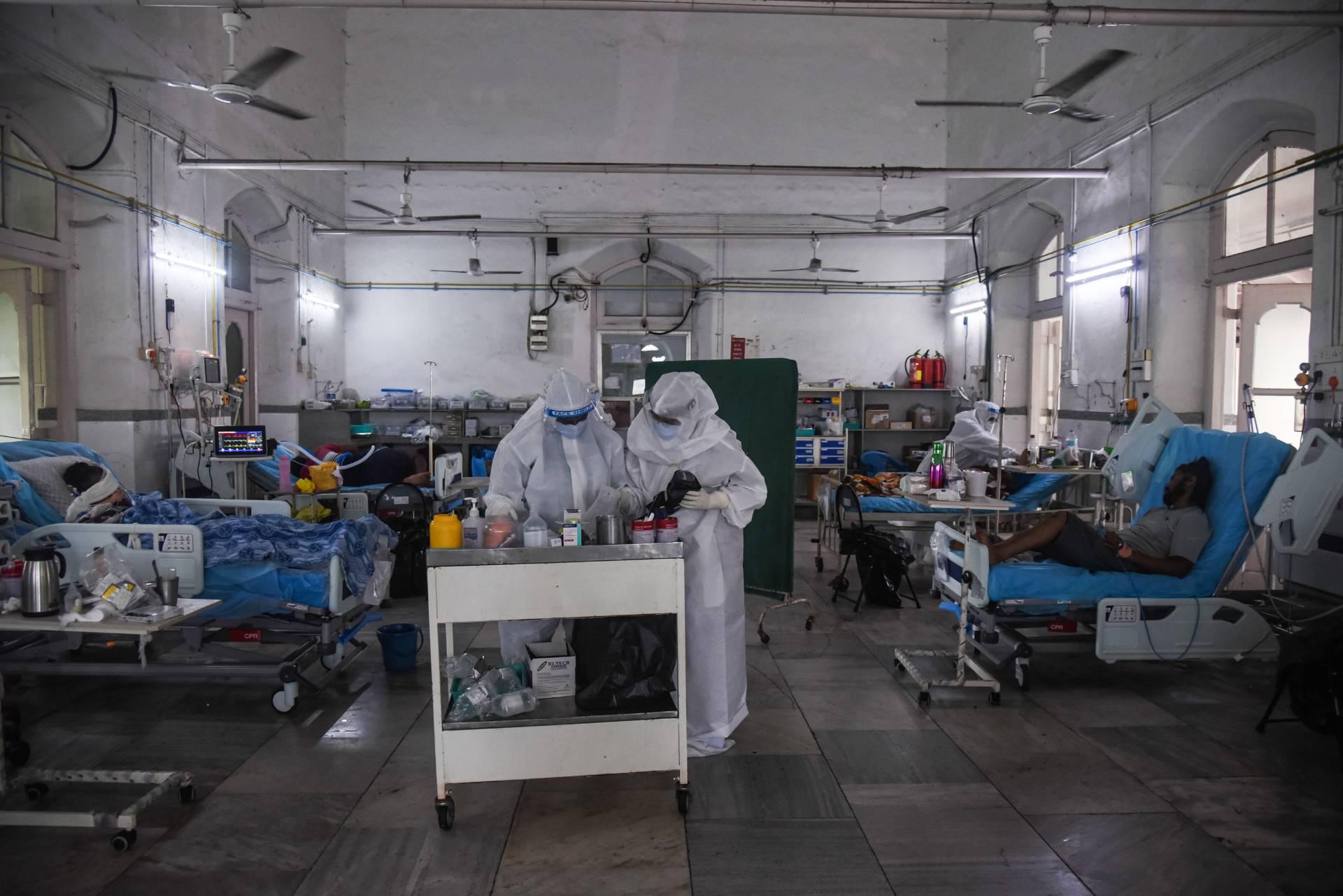 Выживших после коронавируса и трёх видов плесени в Индии добивает новая страшная болезнь