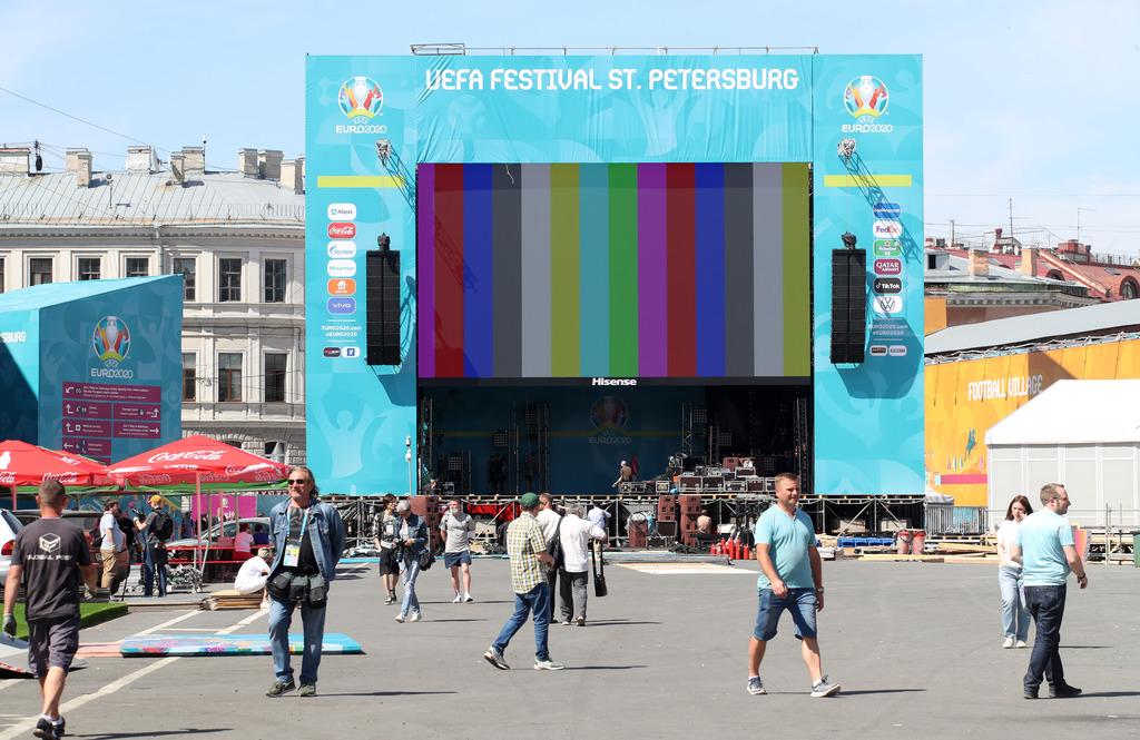 В Санкт-Петербурге вступили в силу ограничения из-за всплеска новых случаев ковида