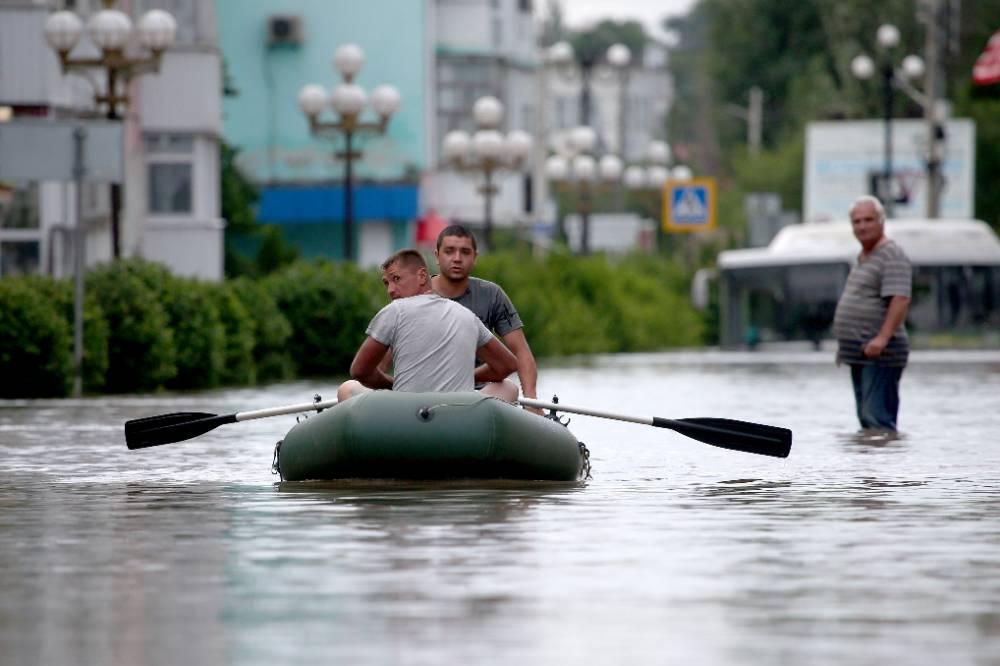 Из зоны подтопления на востоке Крыма эвакуировали около 900 человек