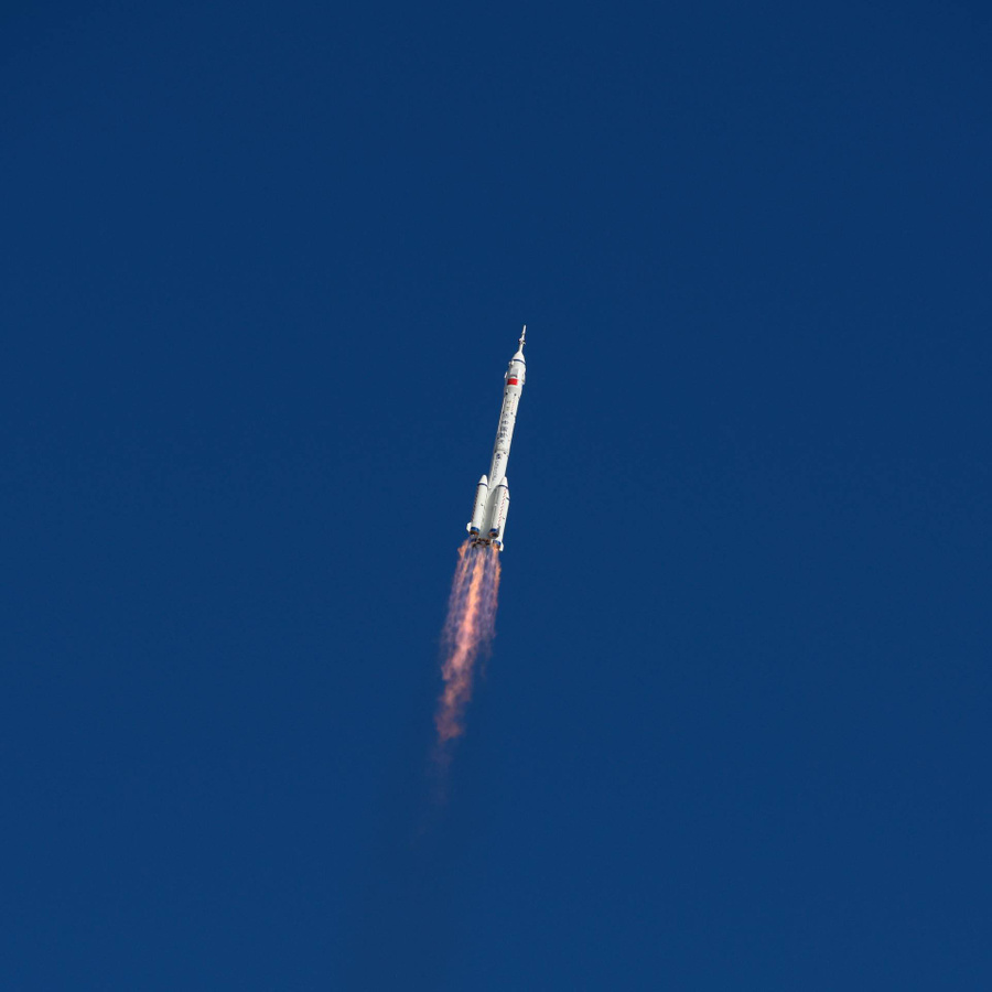"""Старт космического корабля """"Шэньчжоу-12"""" с космодрома. Фото © Getty Images / VCG"""